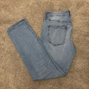 EUC - GAP Girlfriend ripped jeans size 4 or 27R